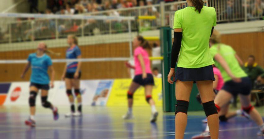 Volleyball in Turnhalle